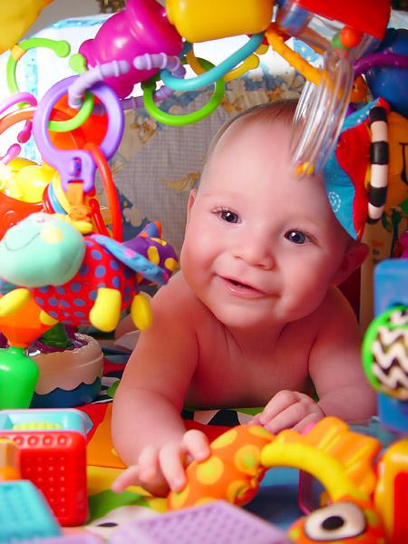 Oyun ve oyuncak çocuğun dünyayı yaşamı insanları ve kendisinin